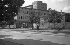 Guardhouse and a bunker at the gate to the Stauferkaserne base at Rakowiecka 4 Street housing an SS battalion. View from Rakowiecka street corner with Kazimierzowska street July 1944.