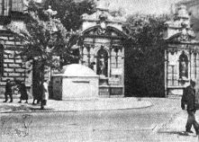 Bunker in front of gate to University of Warsaw converted to a base for Wehrmacht viewed from Krakowskie Przedmieście Street. July 1944.