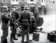 Luftwaffe soldiers with 3.7cm Flak 36.
