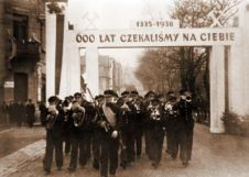 """""""For 600 years we have been waiting for you (1335-1938)."""" Ethnic Polish band welcoming the annexation of Zaolzie by the Polish Republic in Karviná, October 1938."""