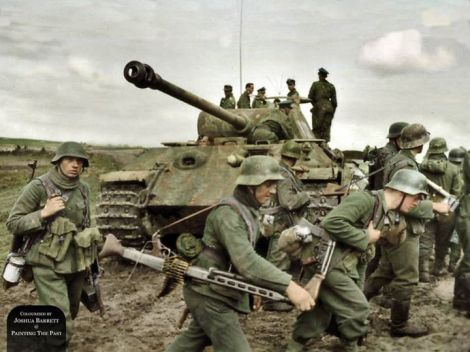 Panther and grenadiers of the 131.Infanterie-Division at the Battle of Kowel, Ukraine.