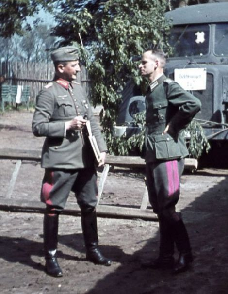 Heinrich von Vietinghoff and Oberstleutnant Joachim Sadrozinski