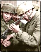 Fallschirmjäger examine a captured Thompsonsubmachine gun in Tunisia, sometime during mid-1943