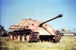 A Panzerjäger (tank destroyer) V Jagdpanther Sd.Kfz.173 at United States Army Ordinance Museum in Aberdeen, Maryland after World War II. This Jagdpanther, hull number 303018, was a late model manufactured by Maschinenfabrik-Niedersachsen-Hannover (MNH) in late November or early December 1944.