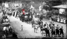Despite being a chapter of history that Blumenau, wants to forget, there is evidence of the involvement of the population with nazist ideology, as photographs showing parades of supporters in wich the swastika appears prominently.