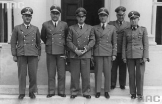 Districts administrators in 1942 from left: Ernst Kundt, Ludwig Fischer, Hans Frank, Otto Wächter, Ernst Zörner, Richard Wendler.