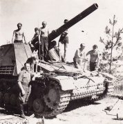 Hummel of the 12th Panzer Division, Kurland 1944.