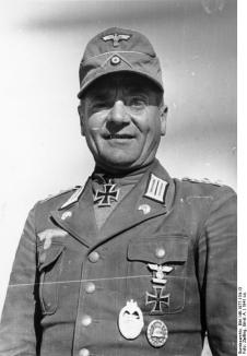 Oberst Hans Cramer wearing tropical uniform. Note the combination of green-backed M35-style collar Litzen and Panzer skulls on the lapels.