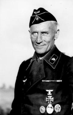 Richard Koll as Oberst, 1941.