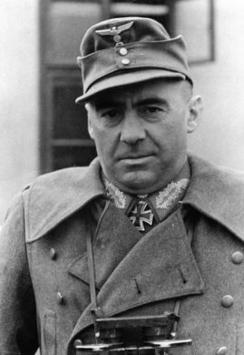 Generalmajor Fritz Bayerlein in March 1944.