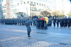 Wachbataillon personnel executing a Großes Ehrengeleit at the state funeral of former Chancellor of West Germany Helmut Schmidt on 23 November 2015.
