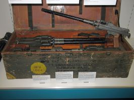 """An MG 81Z """"twinned"""" machine gun pair, used for the /Rüstsatz 1 He 177A-1 field modification, in a shipment case."""
