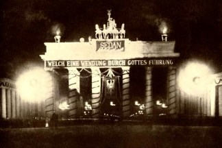 Illuminated Brandenburg Gate on Sedantag in 1898.