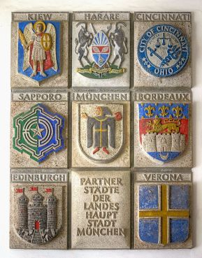 Plaque in the Neues Rathaus (New City Hall) showing Munich's twin towns and sister cities.