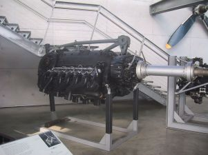 """A restored DB 610 """"power system"""" engine, comprising a pair of DB 605 inverted V12s - the top of its central space-frame motor-mount structure can be seen."""