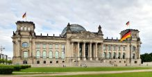 The dedication Dem deutschen Volke, meaning To the German people, can be seen on the frieze.