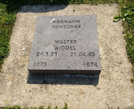 Model's grave at the military cemetery near Vossenack.