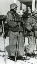 Blue Division skiers prior to their departure on a mission. Scenes like these were common amongst the Spanish Army throughout the Winter Campaign.