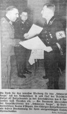 Gunter d'Alquen (right) and German police officers.