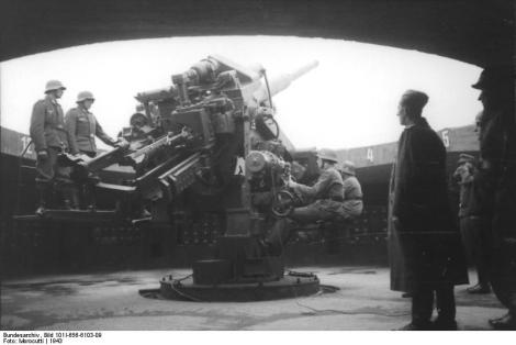 12,8-cm-Flak on a Flak tower.