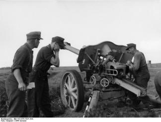 The leFH 18/40 on a fire mission on the Eastern Front.