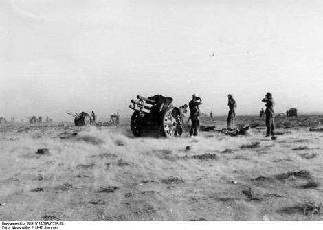 LeFH 18 battery in firing position in North Africa, June 1942.