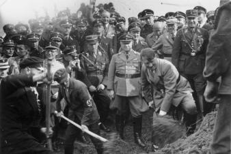 Adolf Hühnlein (on the right side behind Hitler) 1933 at the ground-breaking ceremony of the Reichsautobahn.
