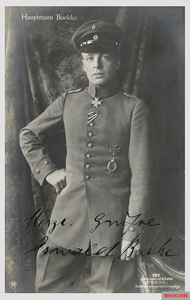 Oswald Boelcke , who died October 1916, is still considered the teacher of German fighter pilots.
