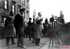 Wilhelm Brückner (left) 1932 at a speech by Adolf Hitler.