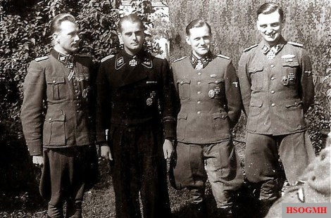 SS-Obersturmbannführer Harald Riipalu , SS-Obersturmbannführer Paul-Albert Kausch , SS-Sturmbannführer Wilhelm Schlüter and SS-Hauptsturmführer der Reserve Karl-Heinz Ertel, September 1944.