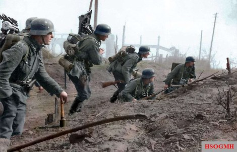 Men of the 6th Army carefully move through the suburbs of Stalingrad.
