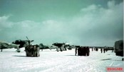 Crews of II.Gruppe / Schlachtgeschwader 1 (SG 1) at a mission briefing in front of their Junkers Ju 87 Stuka D-5 at Rovaniemi, Finland, early April 1944.