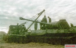Repairs on a Panzerkampfwagen V Panther on the Eastern Front, 1943-1944.