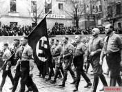 Memorial march on November 9, 1935, from Bürgerbräukeller to Feldherrnhalle in Munich; from right: Richard Kolb ✠ , Hermann Kriebel , Ulrich Graf , Adolf Hitler , Hermann Göring and Dr. med. Friedrich Weber . Jakob Grimminger carries the blood flag .
