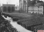 March in front of the Feldherrnhalle.