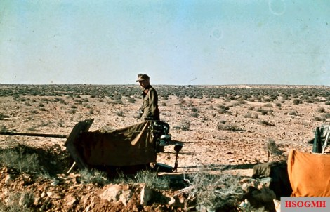 Italian soldiers in North Africa manning a Breda 20mm Anti-aircraft gun and wearing pre-war wool m37 uniform. Picture taken in 1941 during Rommel drive to Egypt.