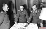 Alfred Gause (right), with Erwin Rommel (left) and Gerd von Rundstedt.