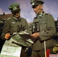 """Oberst Walter Hoernlein (Kommandeur Infanterie-Regiment """"Großdeutschland"""") discussing strategy with his officer in the Russian front, summer of 1941."""