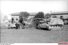 Heavy armored vehicles of the Schwere Panzerabteilung 508 in Italy in 1944 .