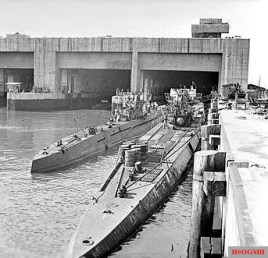 Surrendered German U-boats moored outside the Dora 1 bunker in Trondheim, Norway, May 1945.