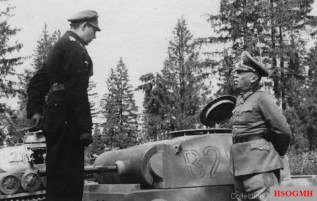 12. Panzer-Division incorporated remaining tanks from Panzer-Abteilung z.b.V.66 such as this VK 16.01. The picture also showing the commander with Generalfeldmarschall Georg von Küchler (Oberbefehlshaber Heeresgruppe Nord) in late 1942.