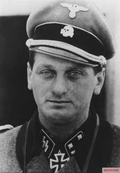 SS-Sturmbannführer Albert Frey, photographed after he was awarded the Ritterkreuz des Eisernen Kreuzes (Knight's Cross of the Iron Crosses).