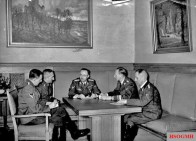 Photograph from 1939: shown from left to right are Franz Josef Huber, Arthur Nebe, Heinrich Himmler, Reinhard Heydrich and Heinrich Müller planning the investigation of the bomb assassination attempt on Adolf Hitler on 8 November 1939 in Munich.