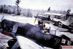 1943: Pilots sits in the cockpits of their Focke-Wulf Fw 190s belonging to I.Gruppe / Jagdgeschwader 54 (JG 54), ready to take-off.