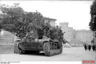 A camouflaged Nashorn in Italy, 1944.