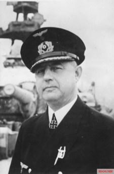 Kapt. z.S. Hoffmann, Kommandant eines Schlachtschiffs PK-Aufnahme: Kriegsberichter Schenck herausgegeben: 24.3.42
