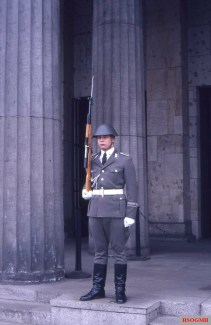 A soldier of the Wachregiments der Stadtkommandantur Berlin in front of the Neue Wache.