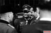 "Prof. Albert Speer u. a. in conversation with Corps commander Wilhelm Nagel , the chief of the transport corps ""Speer"", November 1944."