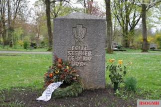 On Sunday, 14 November 2010, some comrades came to the memorial on the grave of Felix Steiner in the cemetery Perlacher Forst.