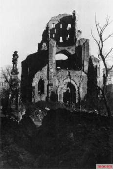 Ruins of St Martin at Cologne old market, 1946-1947.